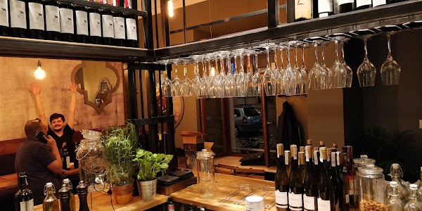 Kazimierz World Wine Bar Termasuk Dalam Rekomendasi Bari Terbaik